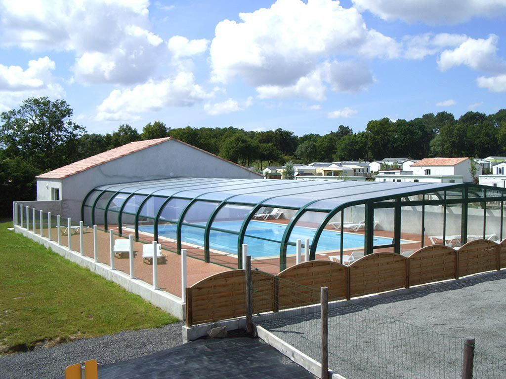 extérieure piscine couverte vendée